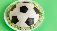 Mustavalkoinen jalkapallokakku on jokaisen Messi Juniorin lempiherkku!