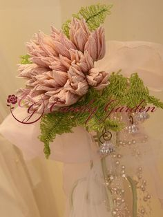 Photo French Beaded Flowers, Wedding Bouquets, Wreaths, Beads, Barbie, Boyfriends, Beading, Door Wreaths, Pearls