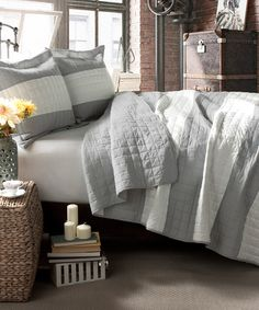 Gray Stripe Quilt Set//