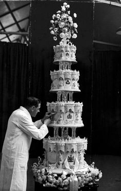 Iconic weddings: Queen Elizabeth II and Prince Philip, Duke of Edinburgh The wedding cake was certainly fit for royalty, reaching nine-feet high and weighing 500 pounds. One tier was saved for the christening of the couple's first child, Prince Charles. Queen Elizabeth Ii Wedding, Princess Elizabeth, Elizabeth Philip, Princess Margaret, Princess Kate, Elisabeth Ii, Isabel Ii, Royal Weddings, Royal Brides
