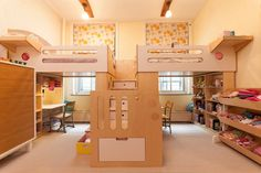 Two loft beds sharing a central staircase 8 Cool Kids Rooms Your Children Wont Mind Sharing The Best of inerior design in - Home Decor Ideas Modern Kids Bedroom, Kids Bedroom Furniture, Luxury Furniture, Furniture Online, Casa Kids, Loft Stil, Cool Kids Rooms, Kid Rooms, Shared Bedrooms