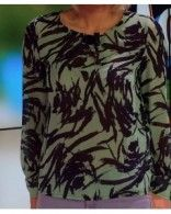 Chemise verte à motifs portée par Caroline Receveur #LeMag