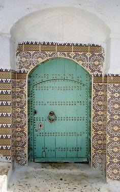 5. Puerta verde agua, en Chefchaouen, Marruecos