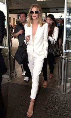 Rosie Huntington-Whiteley has superb jet-set style. Instead of opting for a simple, comfortable ensemble like most of us would when flying cross country, she wore a stunning white power suit. Crisp and chic, she paired the two piece set with nude heels, a large tote bag and massive sunnies.
