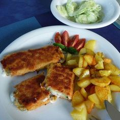Zucchinischnitzel mit Käsefüllung Zucchini noodle with cheese filling – I have to try it, but without ham Go Veggie, Healthy Vegetable Recipes, Vegetarian Recipes, Clean Recipes, Pork Recipes, Cooking Recipes, Law Carb, Relleno, Queso