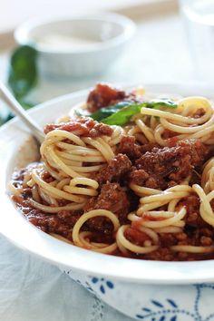 Les spaghetti bolognaise, recette facile à faire, rapide et économique. Un plat très savoureux apprécié des petits et des grands.