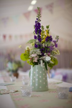 Jugs of hedgerow flowers. English Country Gardens, Festival Wedding, Woodland Wedding, Tea Pots, Glass Vase, Floral Design, Table Decorations, House Styles, Inspire