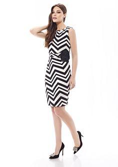 Inter Zeila 9424   GN Design GroupINTER ZEILA 9424  Vestido casual corto, en tejido jersey, con estampado geométrico blanco y negro o blanco y marino