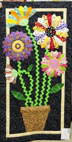Dresden Plate flowers mini quilt by Julie Manson, Westside Quilters Guild (Oregon)