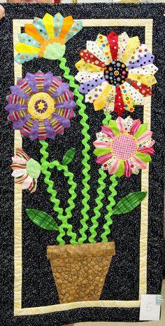 Dresden Plate flowers mini quilt by Julie Manson, Westside Quilters Guild (Oregon)