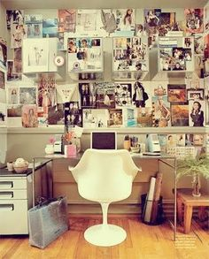 Home office decorating ideas for a small apartment. All you need is a little bit of space to get a ton of work done. Shop the office decor you see as your read our small office decorating ideas. For more home office ideas go to Domino. Inspiration Wand, Workspace Inspiration, Inspiration Boards, Interior Inspiration, Fashion Inspiration, Board Ideas, Interior Ideas, Interior Decorating, Decorating Ideas