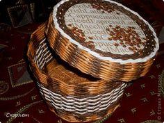 Поделка изделие Плетение Коробушка с крышкой + башмачки Бумага газетная Трубочки бумажные фото 2