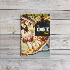 New in The Book Cottage: Cookie Recipe Book | The Cookie Book 250 Cookie and Small Cake Recipes Booklet | 50s Dessert Kitchen Booklet | Wafers Meringues & Treats by TheBookCottage