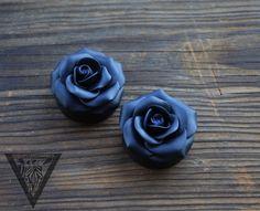 "Black Rosebud flowers plugs,Wedding gauges,Bride gauges,8,10,12,14,16,18,20,22,24-30mm;2g,0g,00g;5/16"",3/8"",1/2"",9/16"",5/8"",3/4"",7/8"",1 1/4"" by ZebraPlugsTunnels on Etsy https://www.etsy.com/ca/listing/242333577/black-rosebud-flowers-plugswedding"