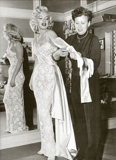 Marilyn Monroe, old hollywood glamour Glamour Hollywoodien, Old Hollywood Glamour, Vintage Hollywood, Classic Hollywood, Old Hollywood Dress, Hollywood Style, Hollywood Icons, Estilo Marilyn Monroe, Fotos Marilyn Monroe
