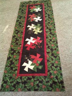 Vote Now: Christmas Table Runners / Quilting Gallery