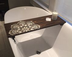 Bath tub tray diy home decor ideas Bath Tray Caddy, Bathtub Caddy, Bath Caddy Wooden, Bathtub Tray Wood, Bathtub Table, Pinterest Bathroom, Rustic Bathtubs, Ideas Baños, Bath Board