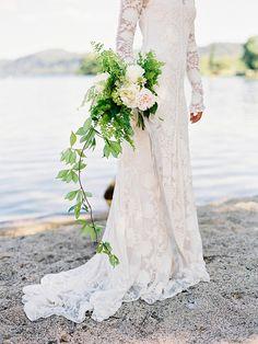 Robe de mariée en dentelle avec manches longues