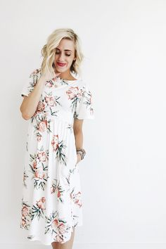 Ivory Midi Rose Floral Print Round Neckline w/ Scooped Back Wide Flowing Sleeves Cinched waist Hidden Hip Pockets Model is + Wearing a Small Size Chart Midi Dress Outfit, Floral Midi Dress, Dress Skirt, Dress Outfits, Cute Outfits, Midi Dresses, Summer Outfits, Modest Fashion, Fashion Dresses