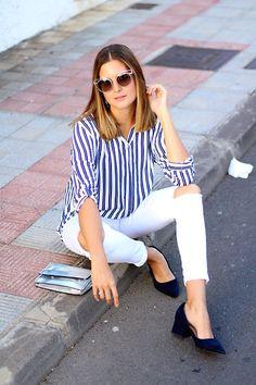 Looks de entretiempo para el día a día. Camisa de rayas. Pantalón blanco roto. zapatos chanel. tacones de abuela. Como combinar.  http://www.marilynsclosetblog.com/2017/10/striped-shirt-and-granny-shoes.html Get this look: http://lb.nu/look/8878617  More looks by Marianela Yanes: http://lb.nu/marilynscloset  #casual #classic #preppy