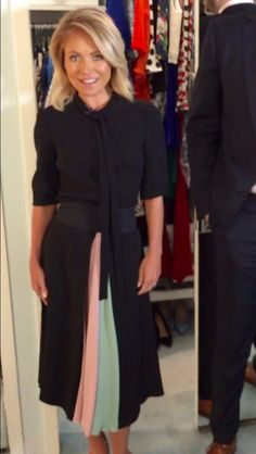 Kelly Ripa in a Valentino dress. Live with Kelly's Fashion Finder. Fall Fashion 2016, Autumn Fashion, Kelly Fashion, Kelly Ripa, Style Finder, Valentino Dress, First Lady Melania Trump, Fashion Finder, Celebrity Style