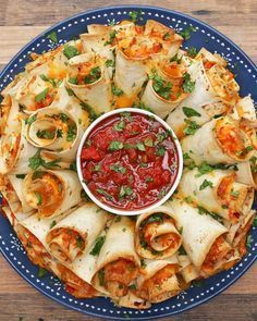 Blooming Quesadilla Ring Recipe - Video recipe, ingredients list and step by step instructions. Make the best Quesadilla for any party! Visit us online for more Tasty Recipes! Finger Food Appetizers, Appetizers For Party, Appetizer Recipes, Dinner Recipes, Party Recipes, Mexican Food Appetizers, Finger Food Recipes, Delicious Appetizers, Seafood Appetizers