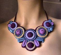 calie86 Création collier feutrine violet et bleu - Les Yoyos de Calie