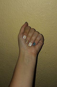 Petrol white gold glitter nail art