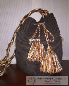 mochilas Wayúu 100% originales hechas a mano bajo técnicas milenarias.  Wayuu backpacks 100 % original handmade on ancient techniques