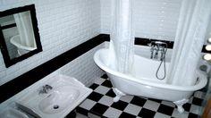 salle de bain carrelage métro rétro noir et blanc