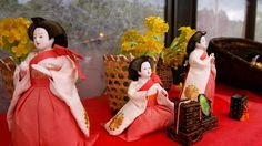 Hina-ningyou is ornamented in Girl's day called Hina-matsuri on March 3.
