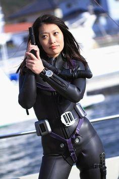 Diving Suit, Scuba Diving Gear, Swimming Diving, David Beckham Suit, Scuba Certification, Tight Suit, Tv Girls, Scuba Girl, Navy Girl