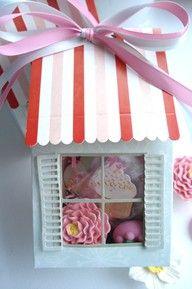 Cajitas patisserie rosa, ideales para sorprender a tus invitdos con un bonito detalle.https://www.mommas.es/product/bolsas-cajas-para-regalo/cajas-regalopatisserie-rosa/