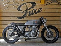 dgbcustoms: Honda CB 750 1976 Cafe Racer by Pure Motorcycles France… Cb 750 Cafe Racer, Modern Cafe Racer, Vintage Cafe Racer, Cafe Racer Style, Vintage Bikes, Brat Cafe, Moto Cafe, Bobber Custom, Custom Bikes