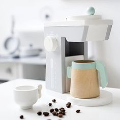 Anyone for coffee? This stylish wooden coffee maker is the perfect kitchen accessory for children who love to role play drinking coffee with friends or favourite dolls.