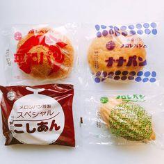 日々の気になる物事。ブックデザイン/エディトリアルデザイン/自転車/マンガなど。 Japanese Branding, Bread Packaging, Chicken Shack, Food Packaging Design, Food Articles, Moon Cake, Retro Design, Food Photo, Bakery