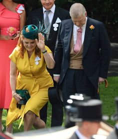 """""""HM The Queen, Sarah Duchess of York & the Duke of York & Lady Helen &Tim Taylor on the Fourth Day of royal Ascot. Sarah Duchess Of York, Duke And Duchess, Sarah Ferguson Prince Andrew, Princess Eugenie And Beatrice, Eugenie Of York, Hm The Queen, British Royal Families, Duke Of York, Royal Prince"""