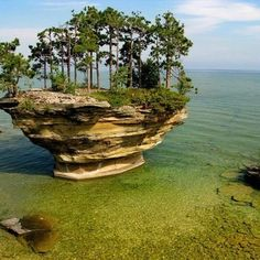Turnip Rock is a true wonder of nature. It is located in Huron County, on the rocky shores of Lake Huron, in Port Austin, near the thumbnail of Michigan. The area is so scenic that if you go there … All Nature, Amazing Nature, It's Amazing, Amazing People, Port Austin Michigan, Michigan Usa, Michigan Travel, Nature Photography, Wanderlust