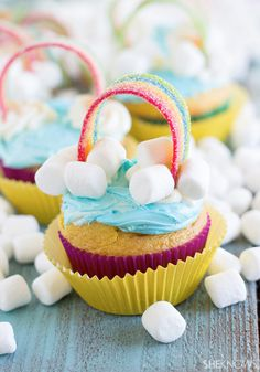 End of the RAINBOW Cupcakes covered with sweet and sour rope candy, marshmallows and lots of frosting! #pretty #cupcakerecipes http://thecupcakedailyblog.com/end-of-the-rainbow-cupcakes-2/