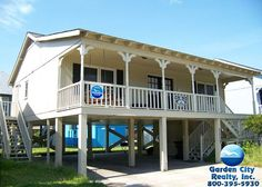 Curl Cottage is a three-bedroom, two-bath second row beach house located 0.4 miles north of Garden City Pier in the Summer House community.
