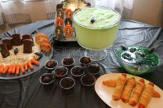 Zombie Party Food for Walking Dead party Zombie Halloween Party, Zombie Christmas, Zombie Birthday Parties, Halloween Treats, Haloween Party, Halloween Recipe, Holiday Treats, Holiday Recipes, Party Recipes