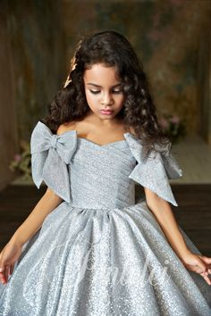 Elegant dress for kids Children dress # dressy kids dress # Put on girls # luxurious clothes Little Girl Gowns, Gowns For Girls, Dresses Kids Girl, Kids Outfits, Flower Girl Dresses, Dress For Little Girls, Cute Baby Dresses, Baby Girl Party Dresses, Dress Party