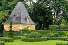 Octobre 2012: Les Jardin d'Eyrignac  http://www.plumevoyage.fr/magazine/voyage/luxe/jardins-deyrignac-perigord/
