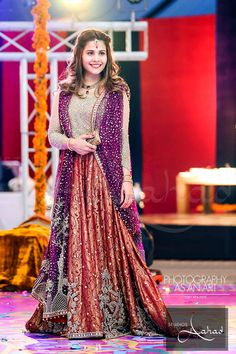 My hairstyle at baji's mehndi Pakistani Fancy Dresses, Fancy Wedding Dresses, Pakistani Wedding Outfits, Bridal Outfits, Indian Dresses, Party Dresses, Pakistani Mehndi Dress, Wedding Wear, Wedding Attire