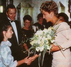 Princess Diana au Savoy Theatre, Londres, le 19 Juillet 1993 _ Suite