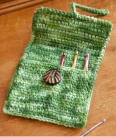 What are some good stocking stuffers for crafters?  How about a Creative Case for crochet hooks?  It's easy to make and is a unique homemade gift.  Ideas like this are just too good to pass up!
