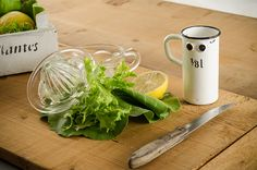 Salate | Stadtbekannt Wien | Das Wiener Online Magazin Moscow Mule Mugs, Tableware, Kitchen, Salads, Easy Meals, Food Recipes, Cooking, Dinnerware, Dishes