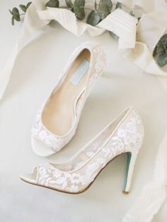 Betsey Johnson has a bridal accessories collection and we're obsessed!