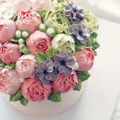 . Gorgeous Cakes, Pretty Cakes, Amazing Cakes, Korean Buttercream Flower, Buttercream Flower Cake, Cake Decorating Techniques, Cake Decorating Tips, Cupcakes Flores, Just Cakes