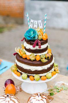 Naked Cake mit Physalis - Fall in Love! - Lässige Boho Herbsthochzeit in Türkis und Orange von Jana Köhler | Hochzeitsblog - The Little Wedding Corner